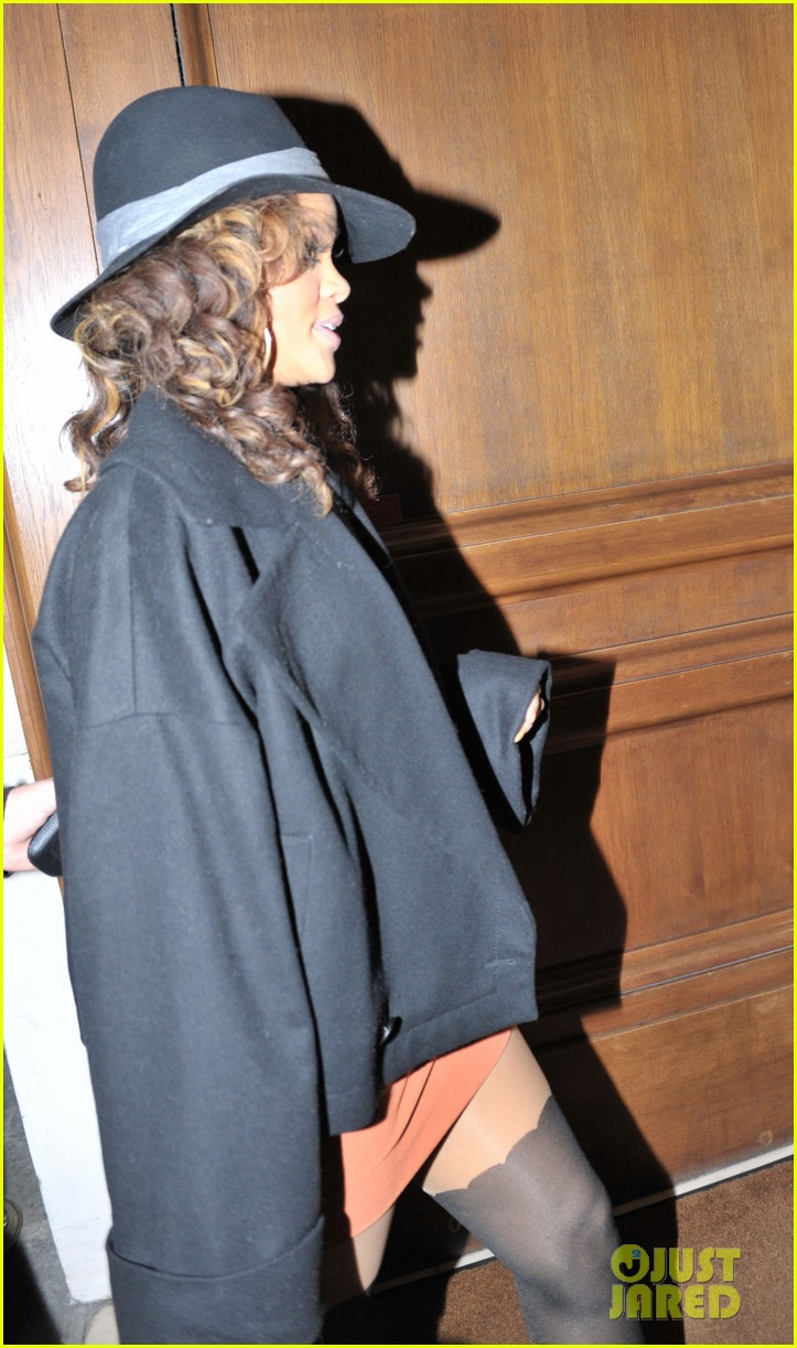 rihanna returning hotel paris 07