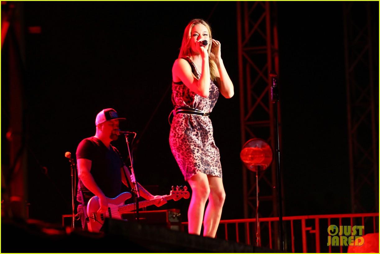 leann rimes eddie cibrian backstage embrace 262585797