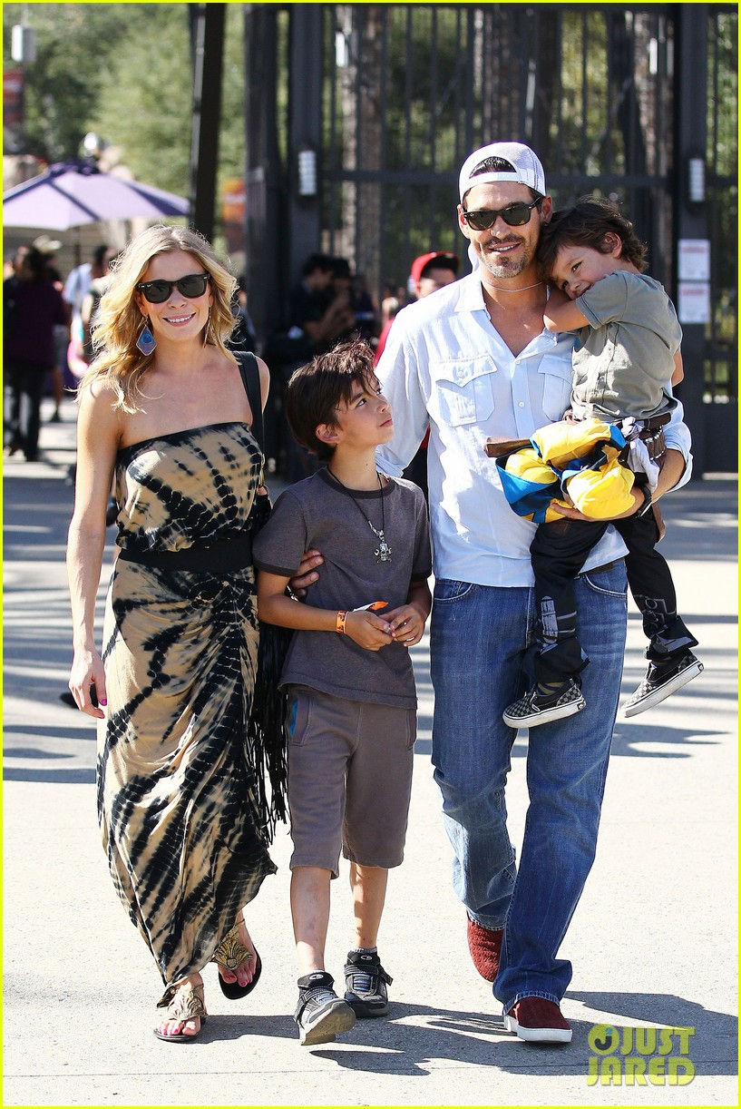 leann rimes eddie cibrian zoo day 17