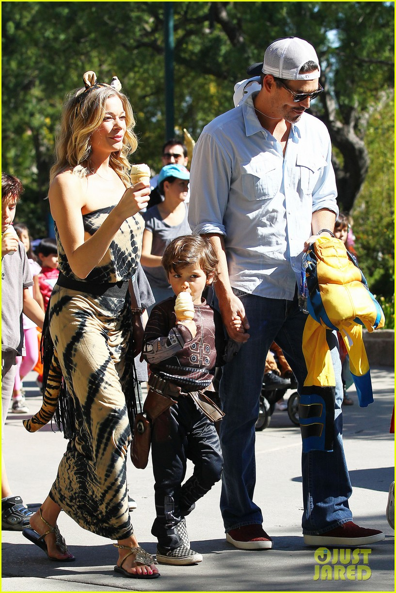 leann rimes eddie cibrian zoo day 29