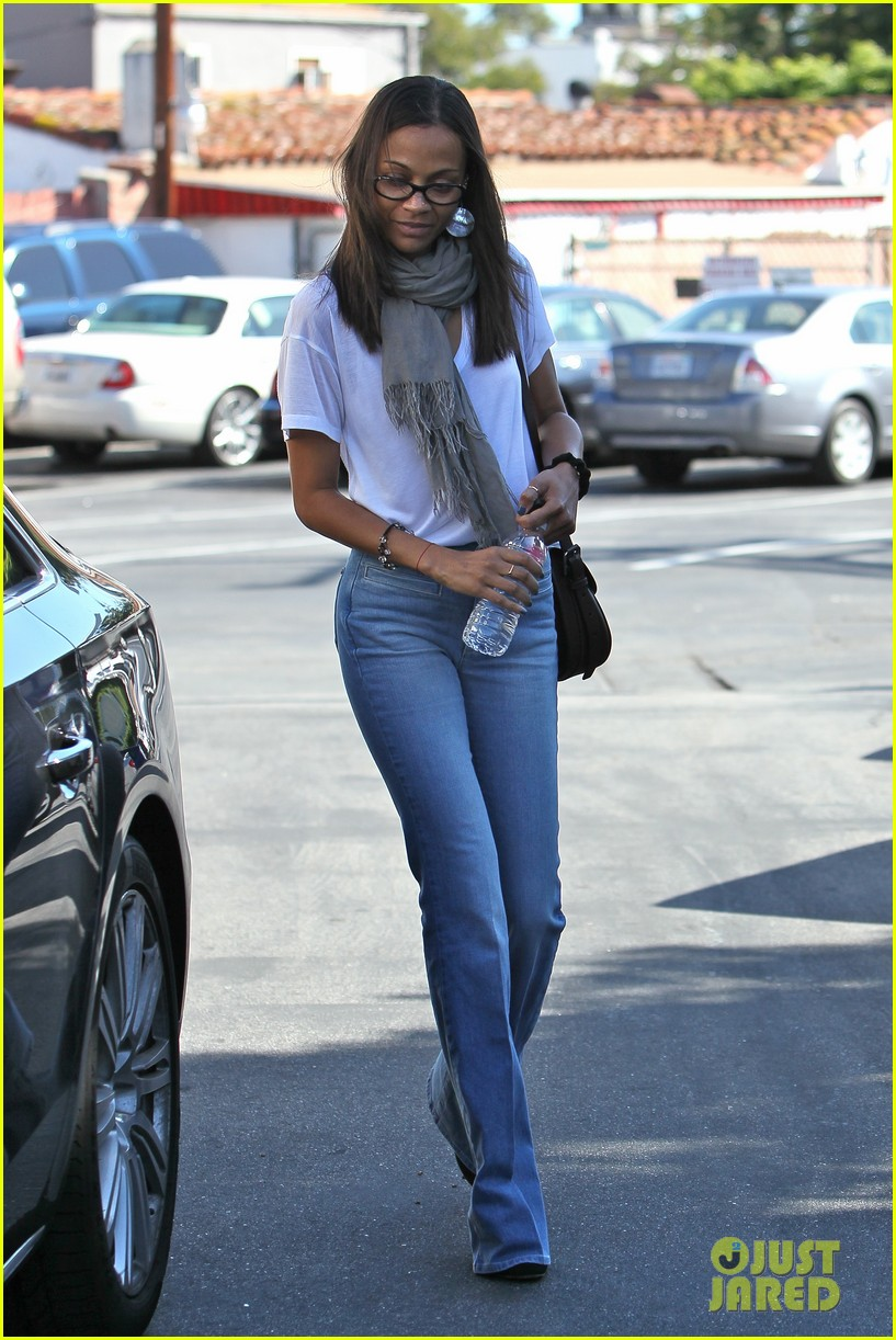 zoe saldana office building 03