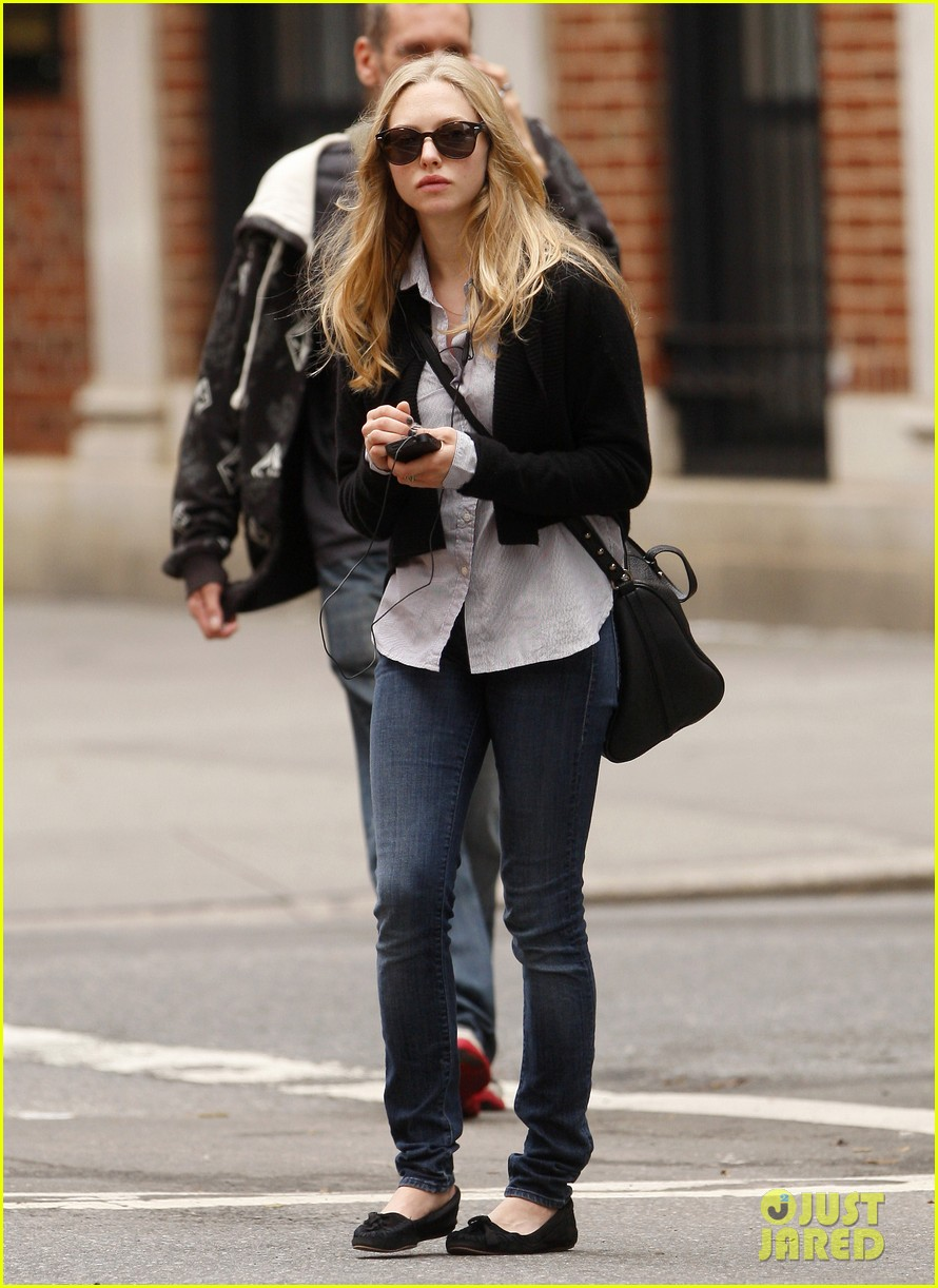 amanda seyfried nyc stroll 082590036