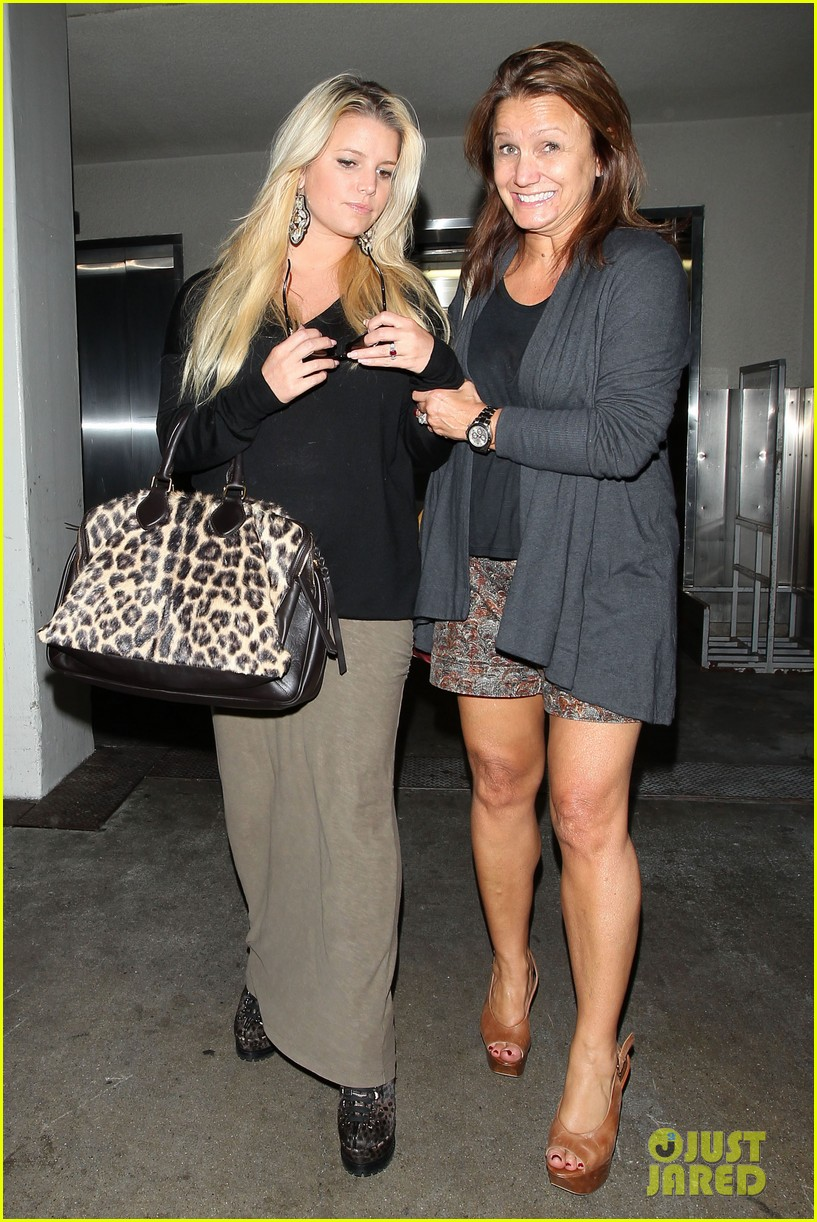 jessica simpson lax airport 02