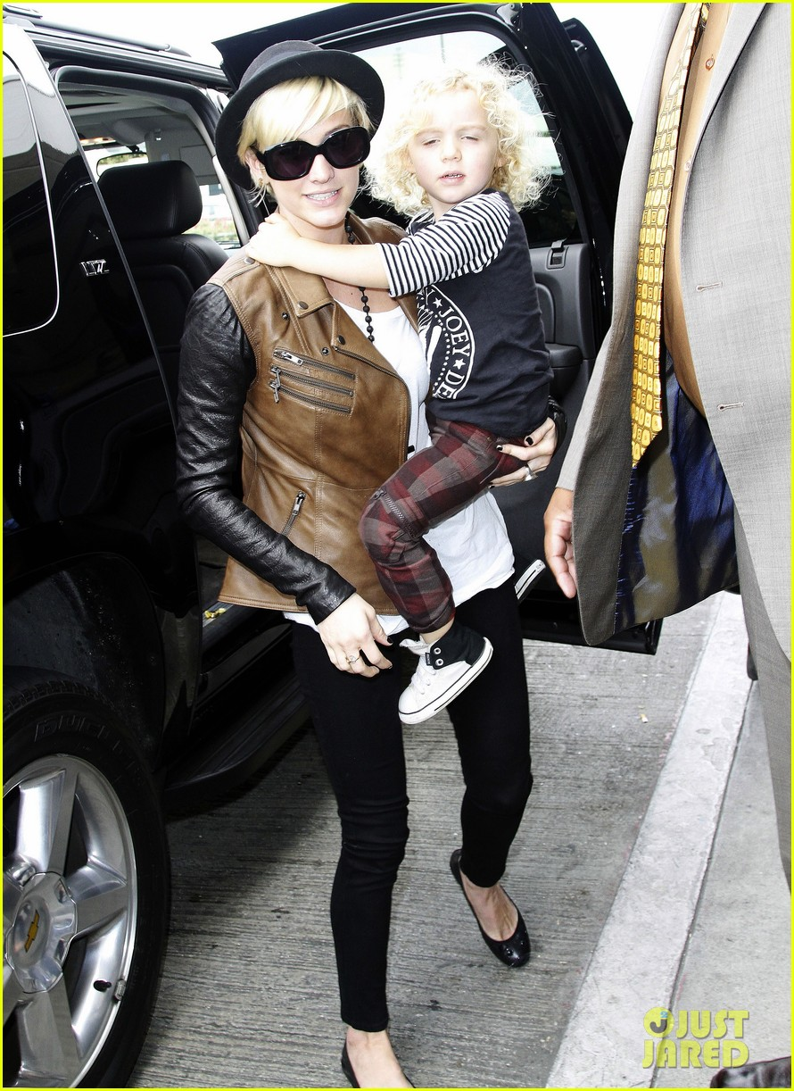 jessica simpson lax airport ashlee 05