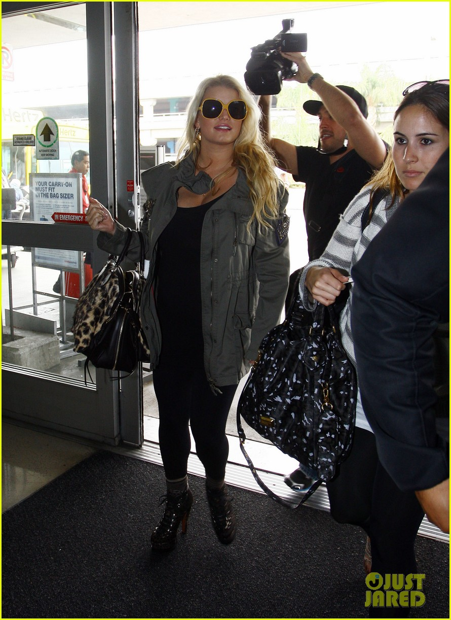 jessica simpson lax airport ashlee 11