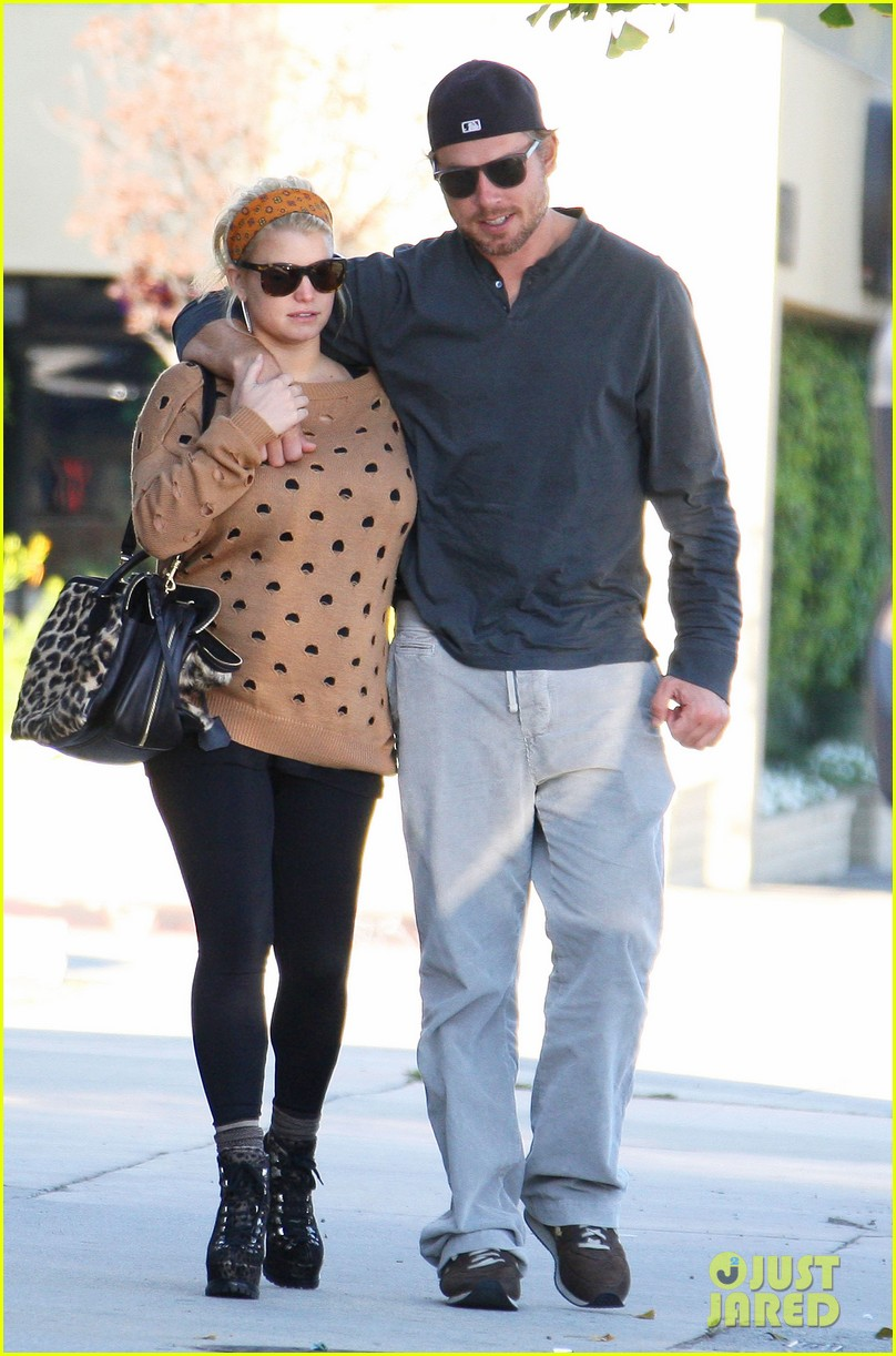 jessica simpson eric johnson hold hands 042595421