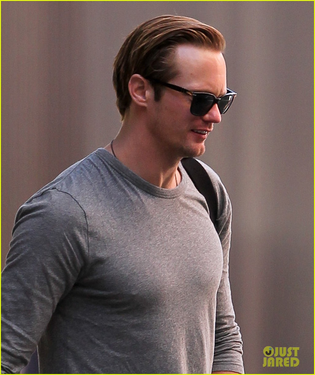 alexander skarsgard walking with friend 02
