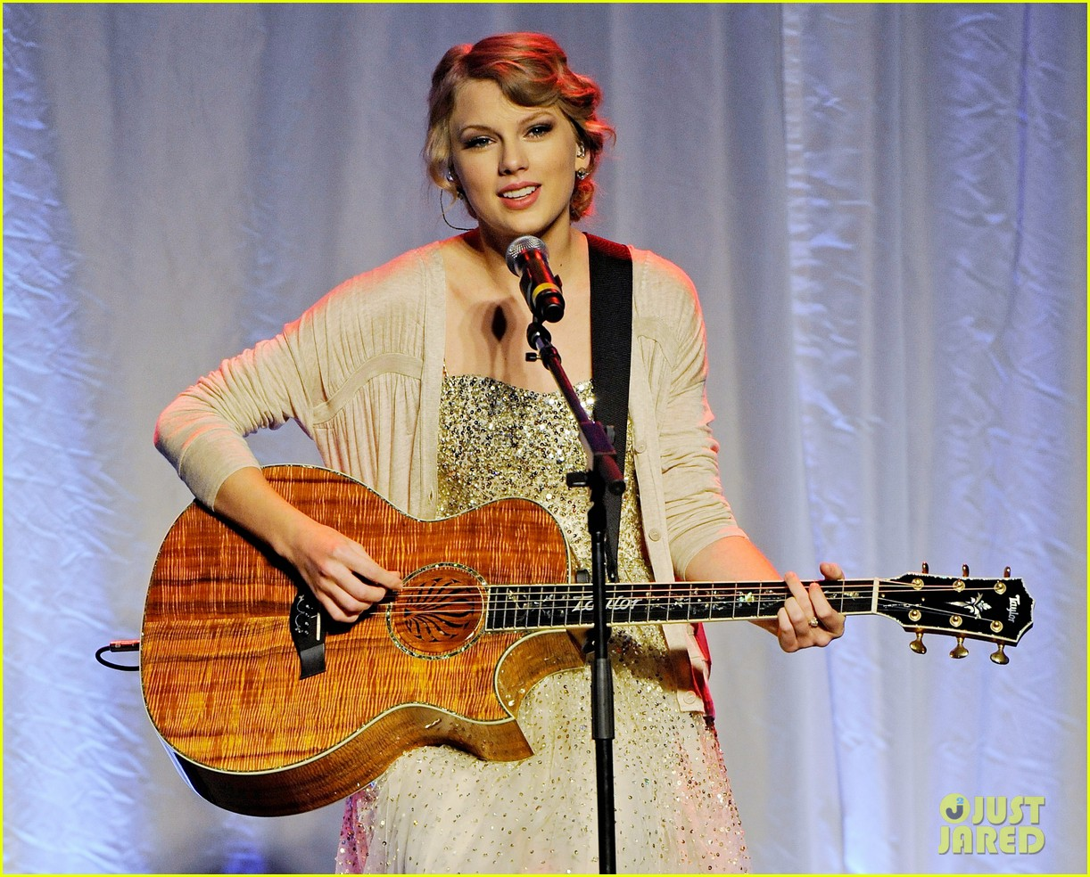 taylor swift nashville songwriters hall of fame honoree 04