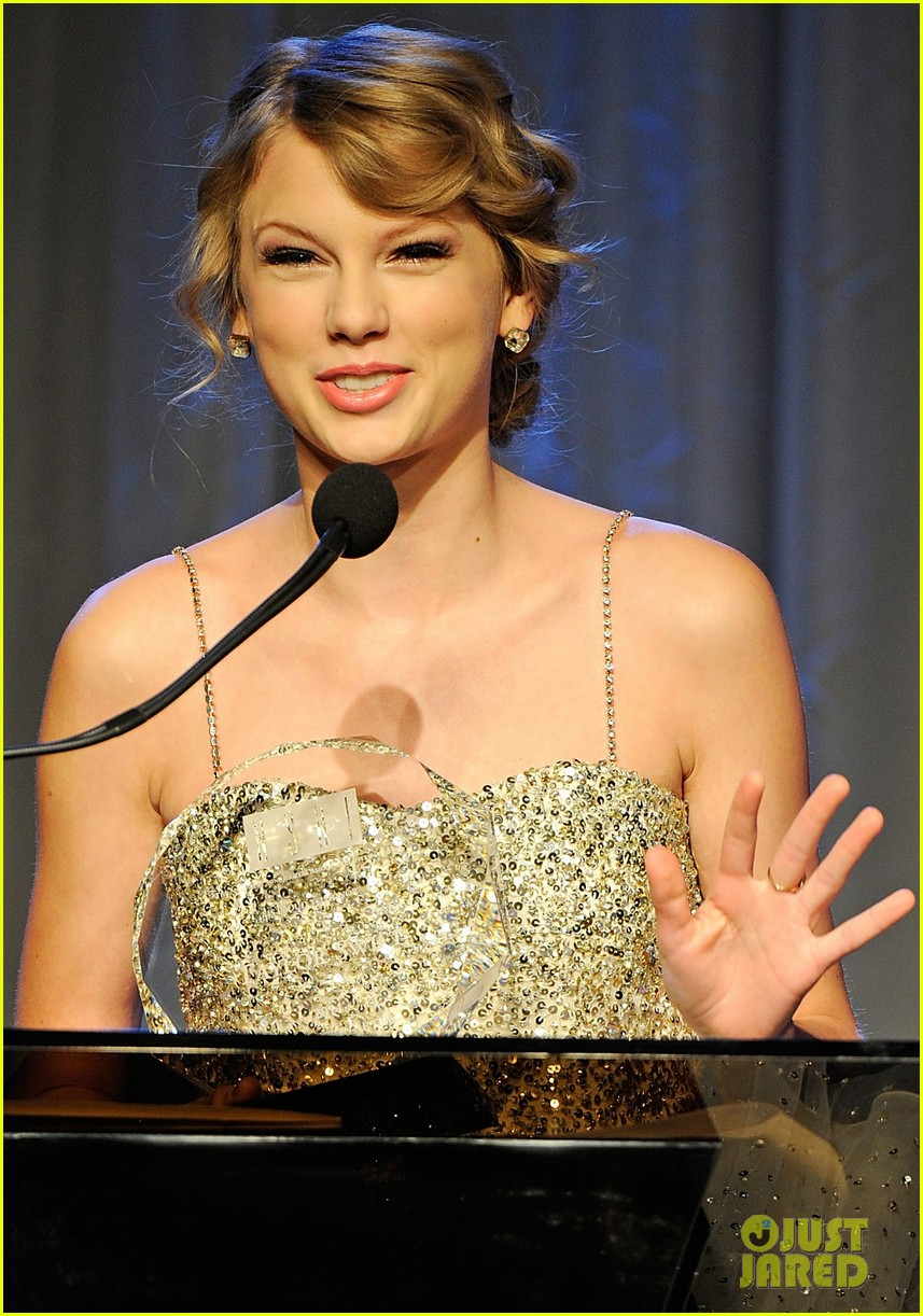 taylor swift nashville songwriters hall of fame honoree 05