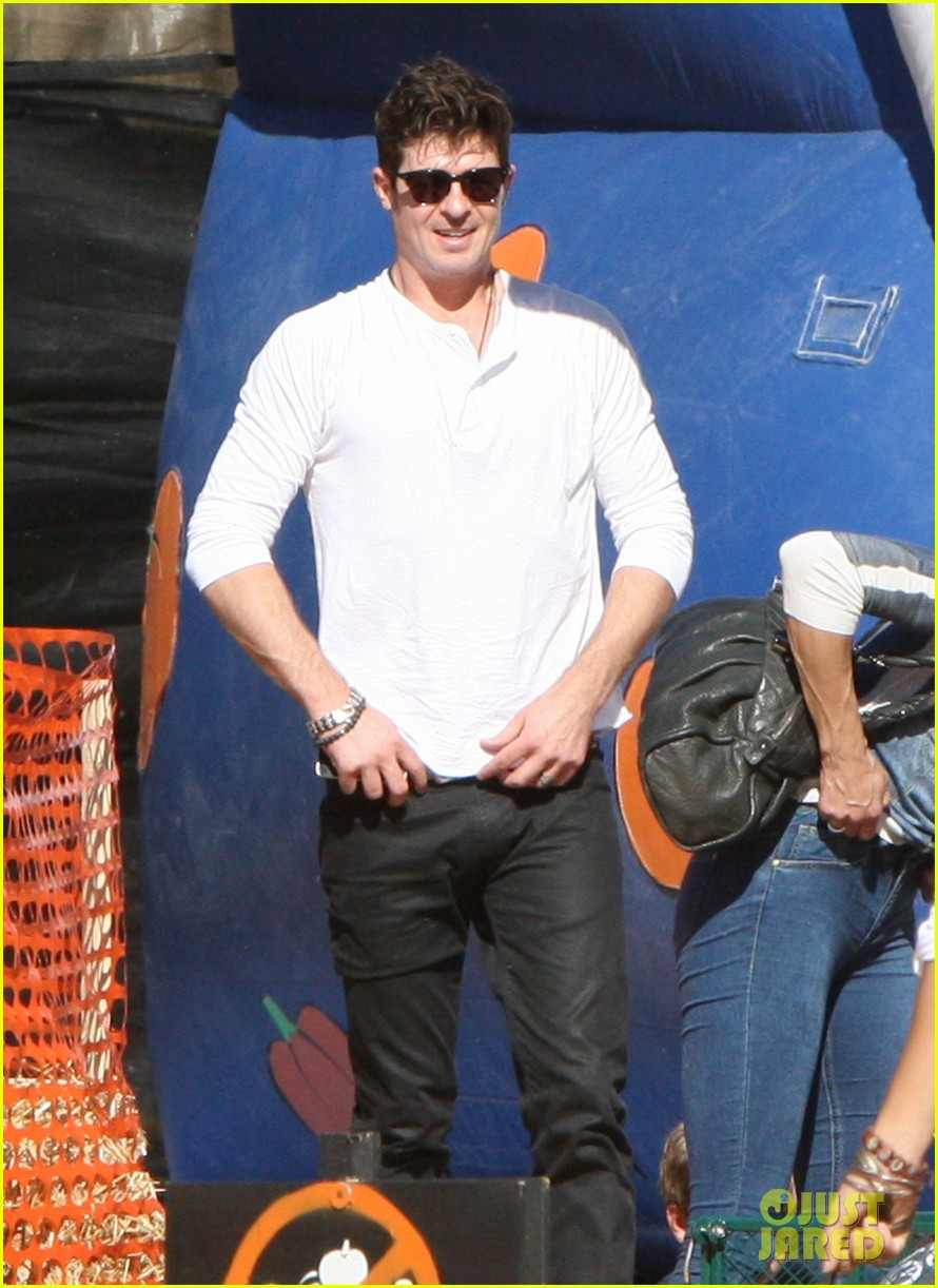 robin thicke paula patton pumpkin patch with julian 08