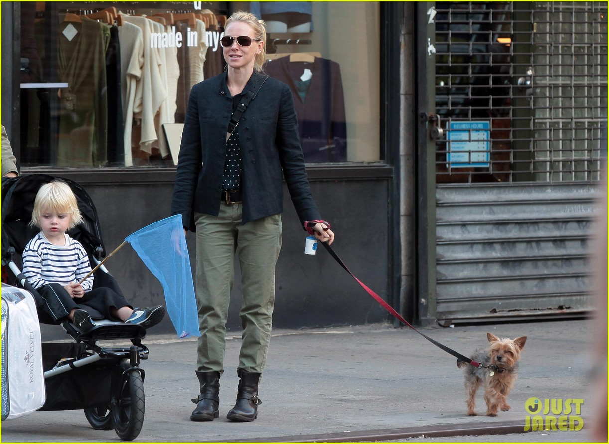 naomi watts shopping with samuel 07