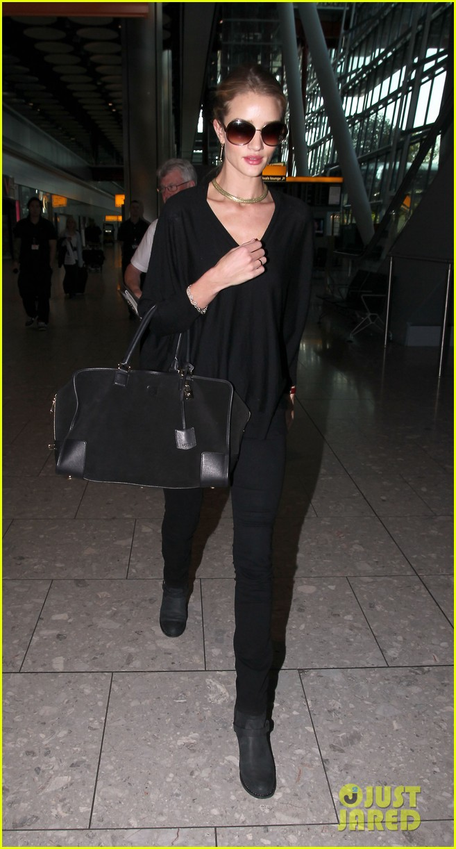 rosie huntington whiteley heathrow arrival 01