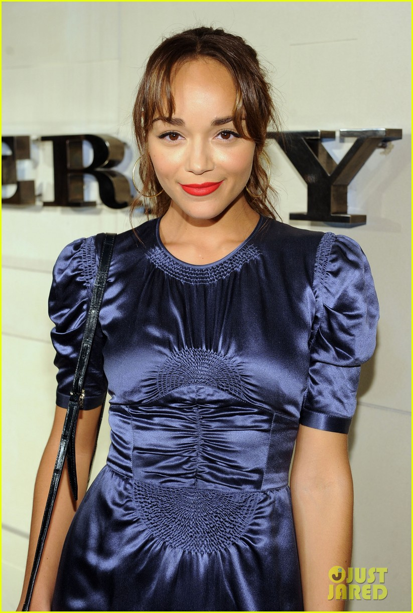 serena williams ashley madekwe burberry body bash 012594123