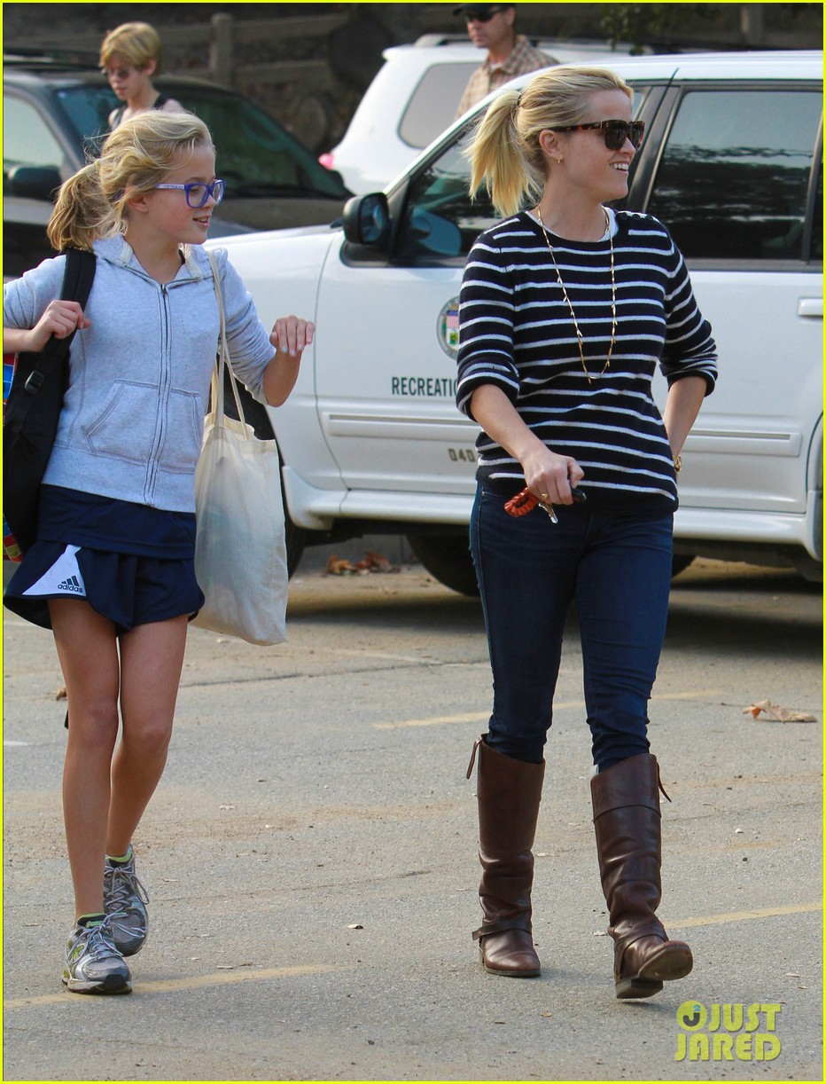 reese witherspoon ava griffith park 102591620