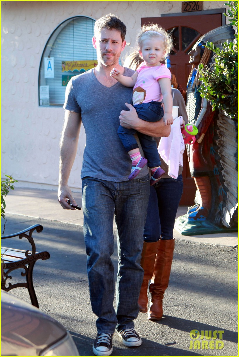 amy adams lunch errands with family 15