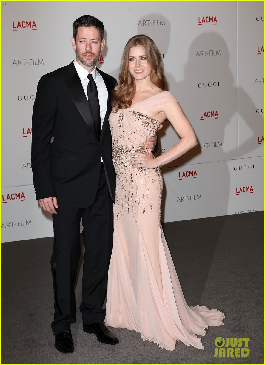 amy adams lacma gala with rashida jones 02