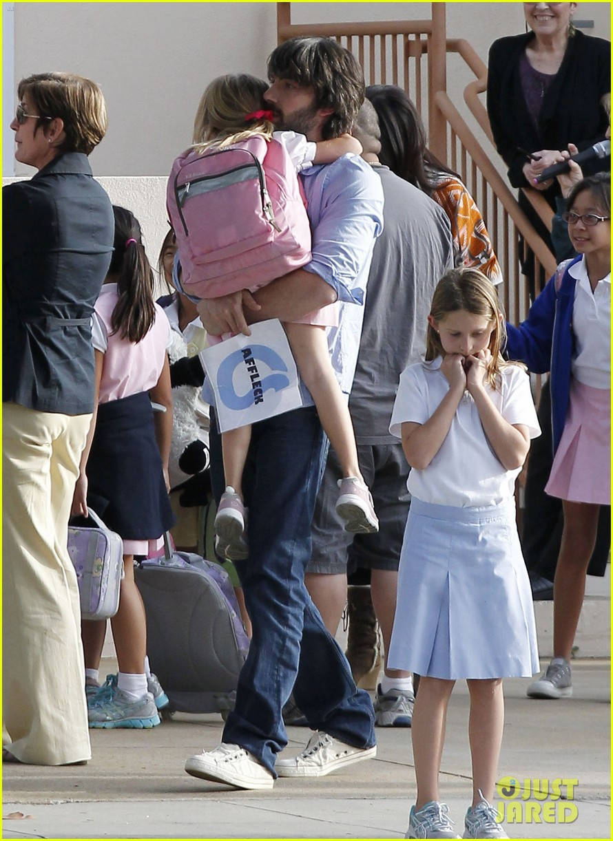 ben affleck violet hug after school 032604746