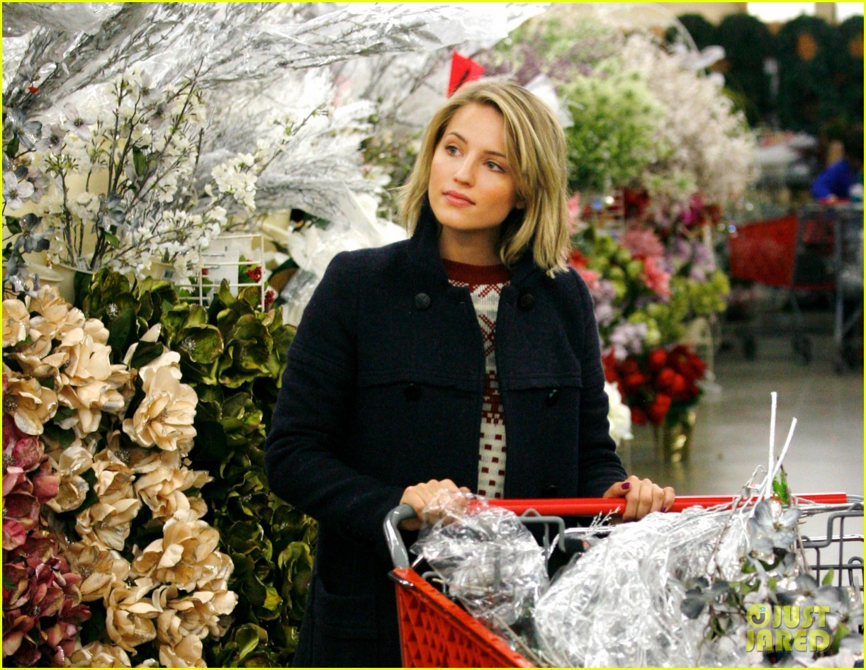 dianna agron christmas decoration shopping 01