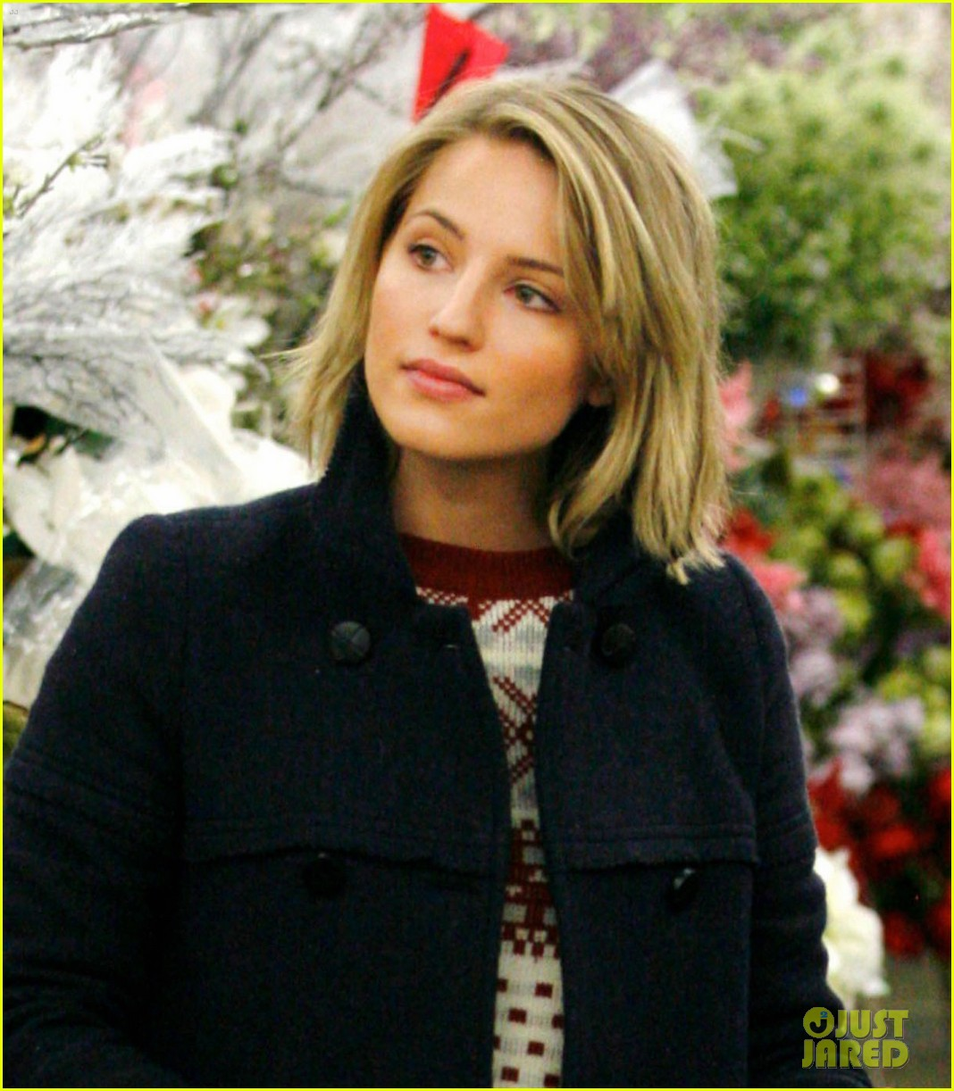 dianna agron christmas decoration shopping 03
