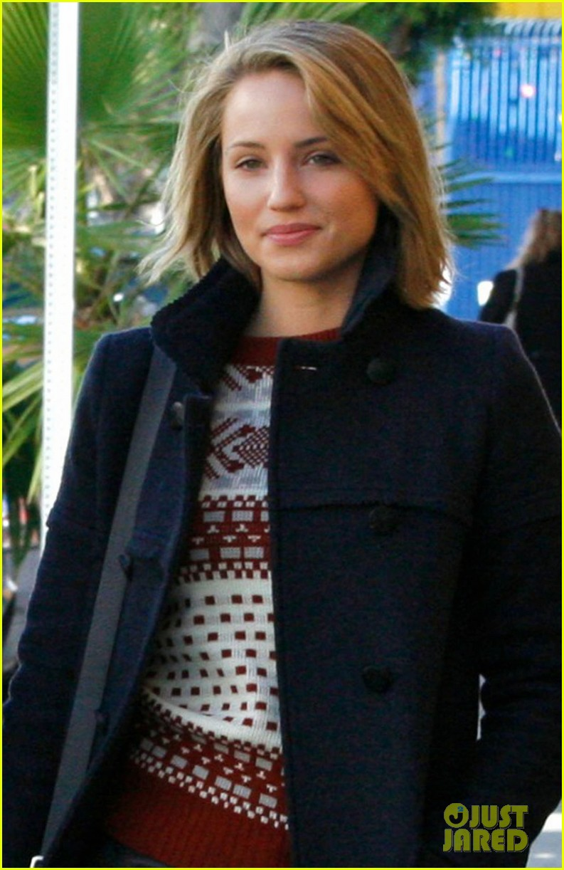 dianna agron christmas decoration shopping 04