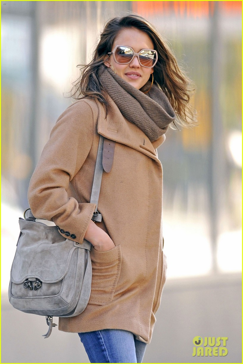 jessica alba from la to new york 01