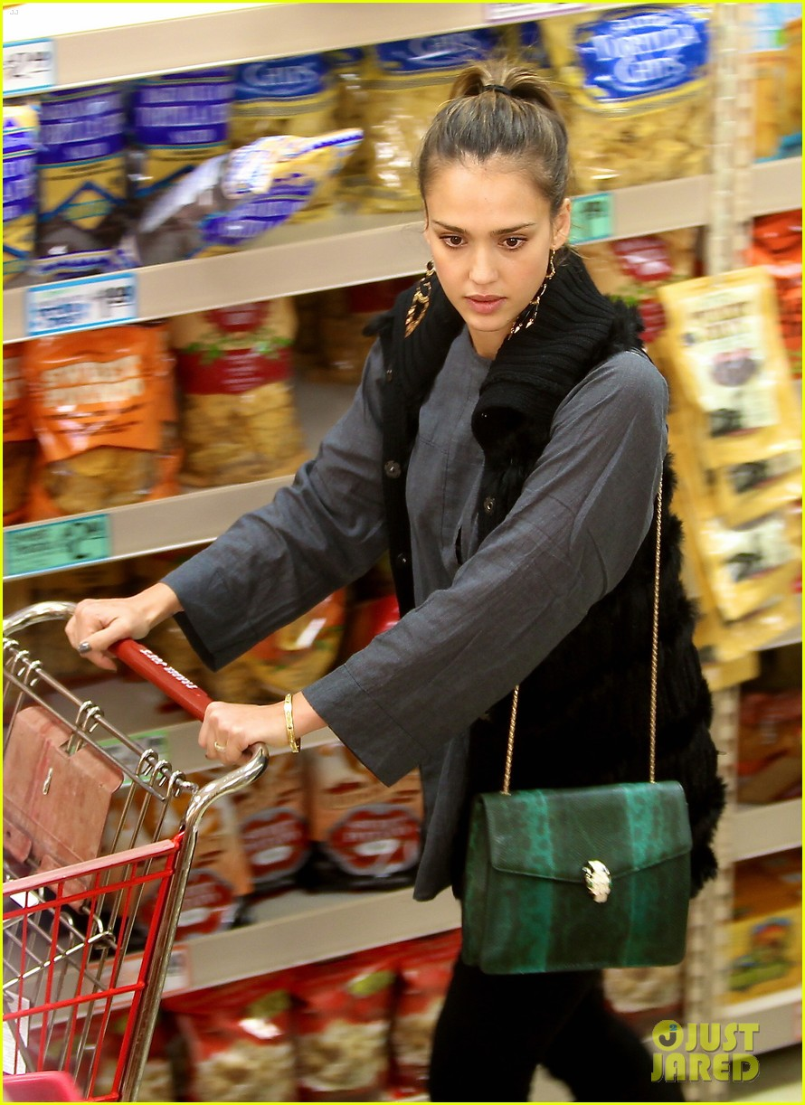 jessica alba thanksgiving shopping family 02