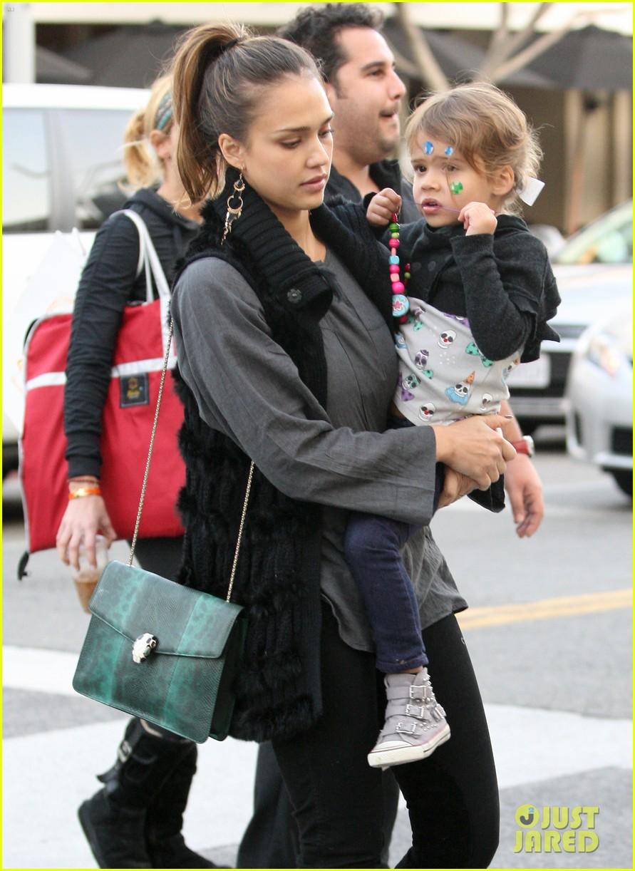 jessica alba thanksgiving shopping family 03