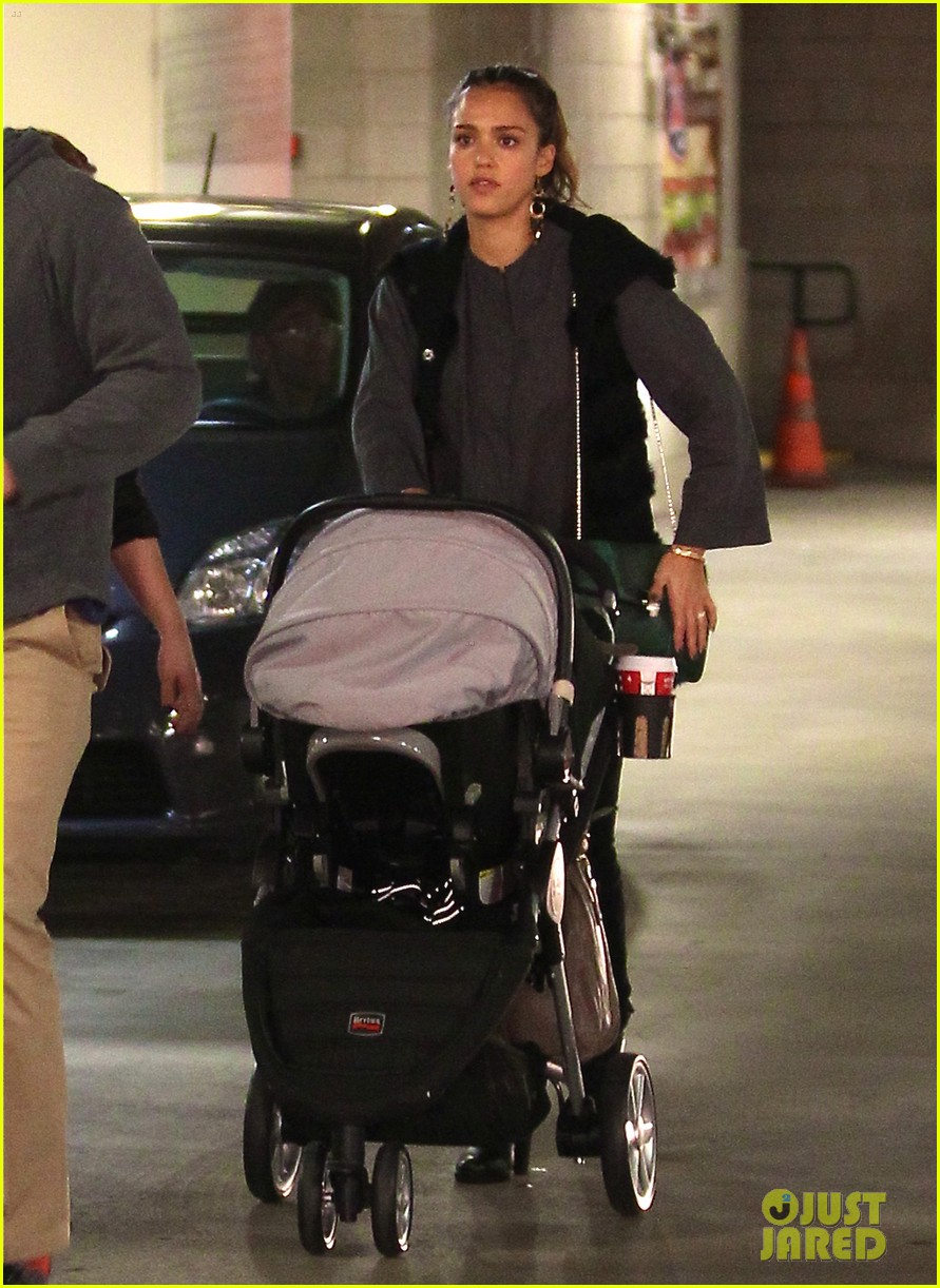 jessica alba thanksgiving shopping family 08