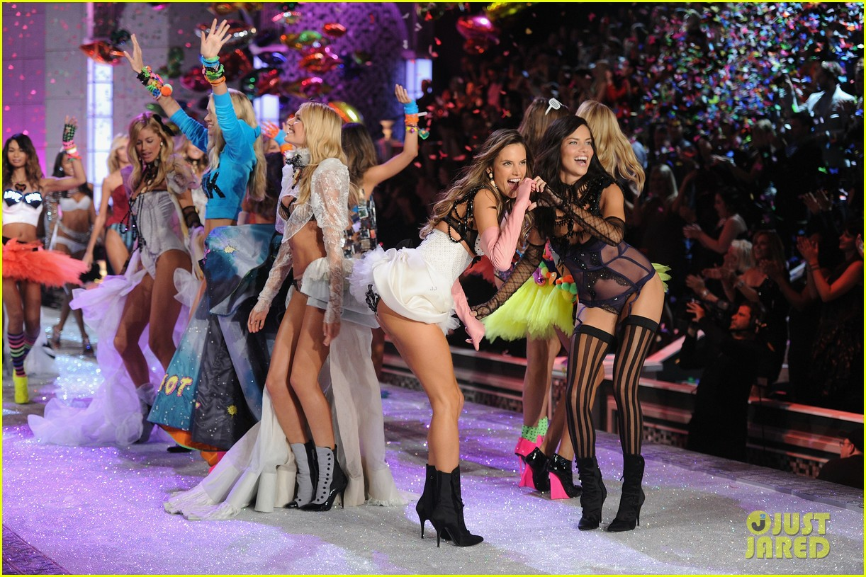 Victoria's Secret Fashion Show 2011 Secret Fashion Show