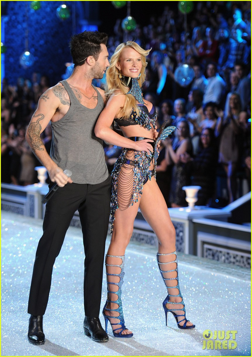 Adam Levine Victoria's Secret Fashion Show Adam Levine amp Anne V