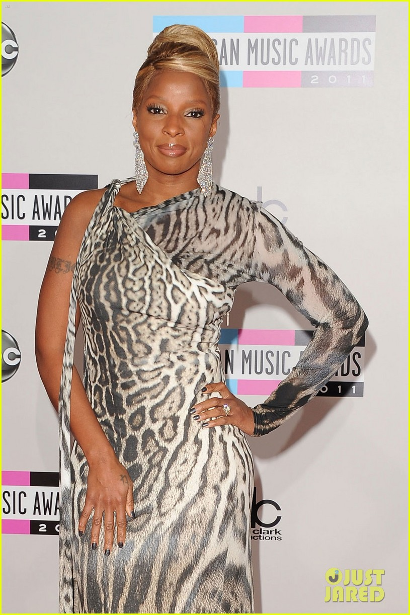 mary j blige amas 2011 red carpet 03