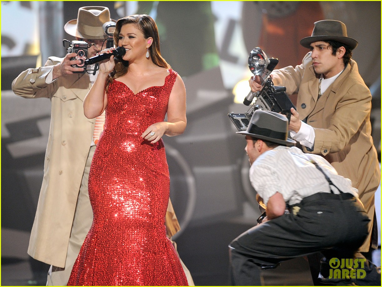 kelly clarkson amas 2011 04