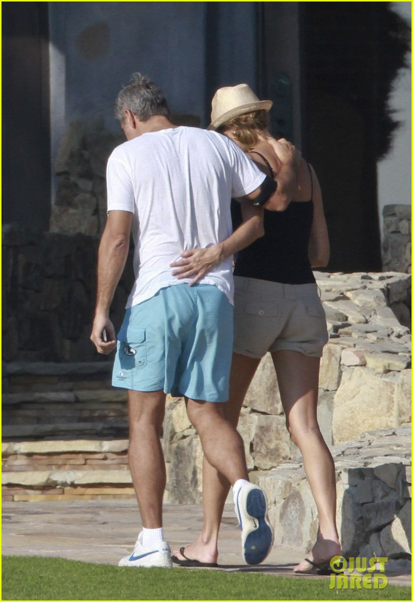 george clooney stacy keibler mexico vacation 01