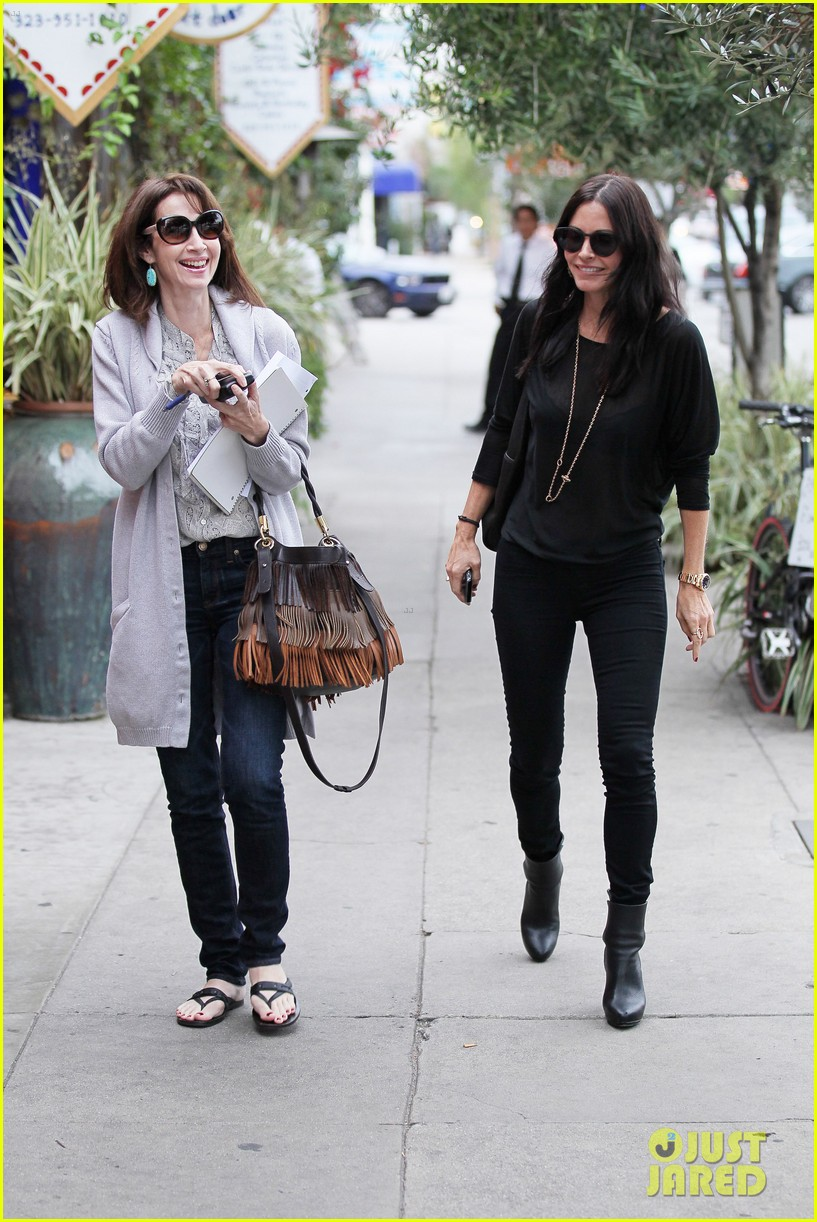 courteney cox lunch shopping friend 13