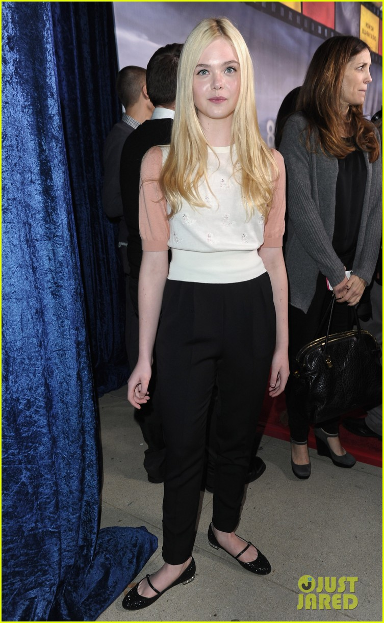 elle fanning super 8 dvd blu ray release party 04