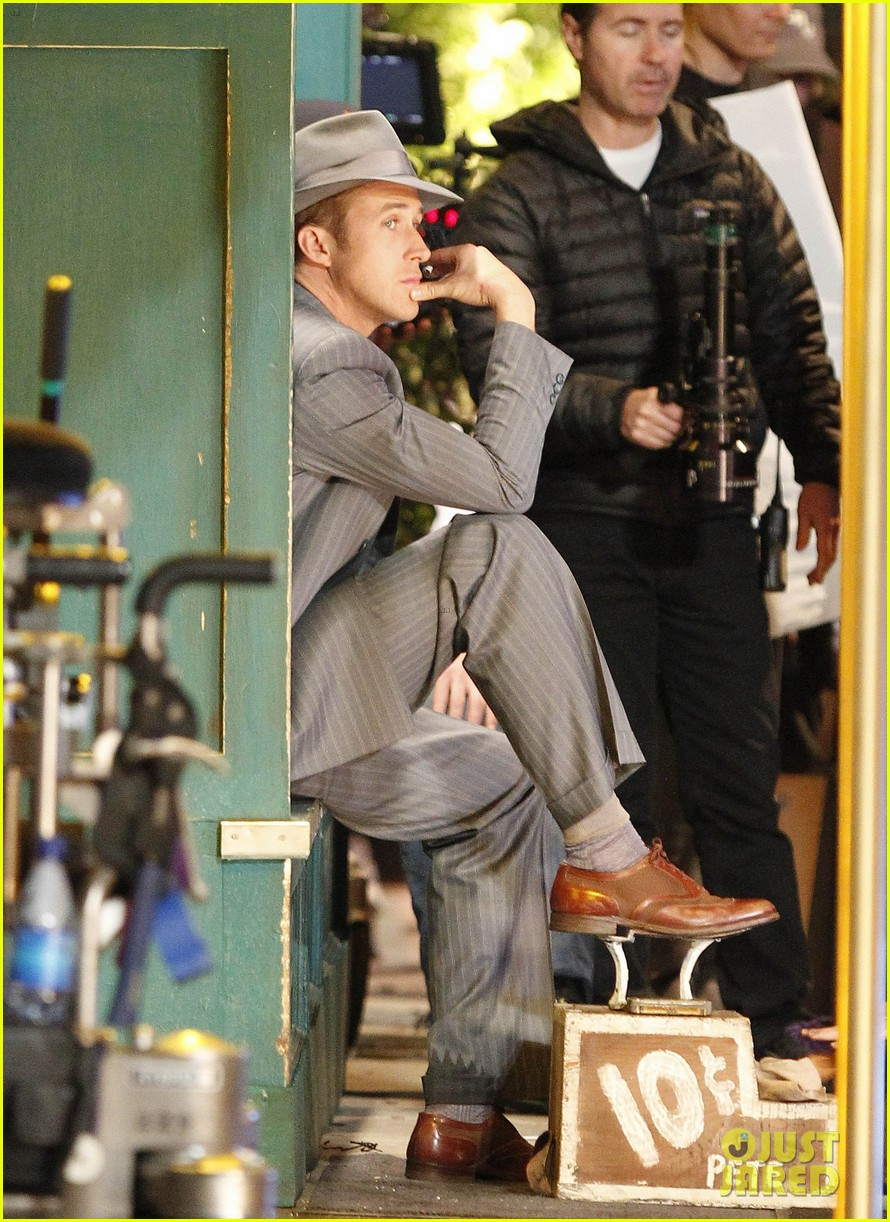 ryan gosling late night on gangster squad set 09