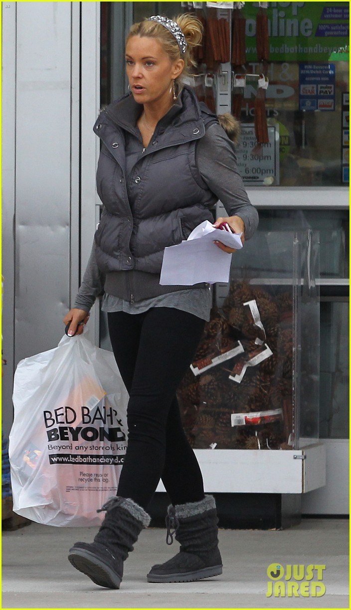 kate gosselin shops for holiday decorations 07