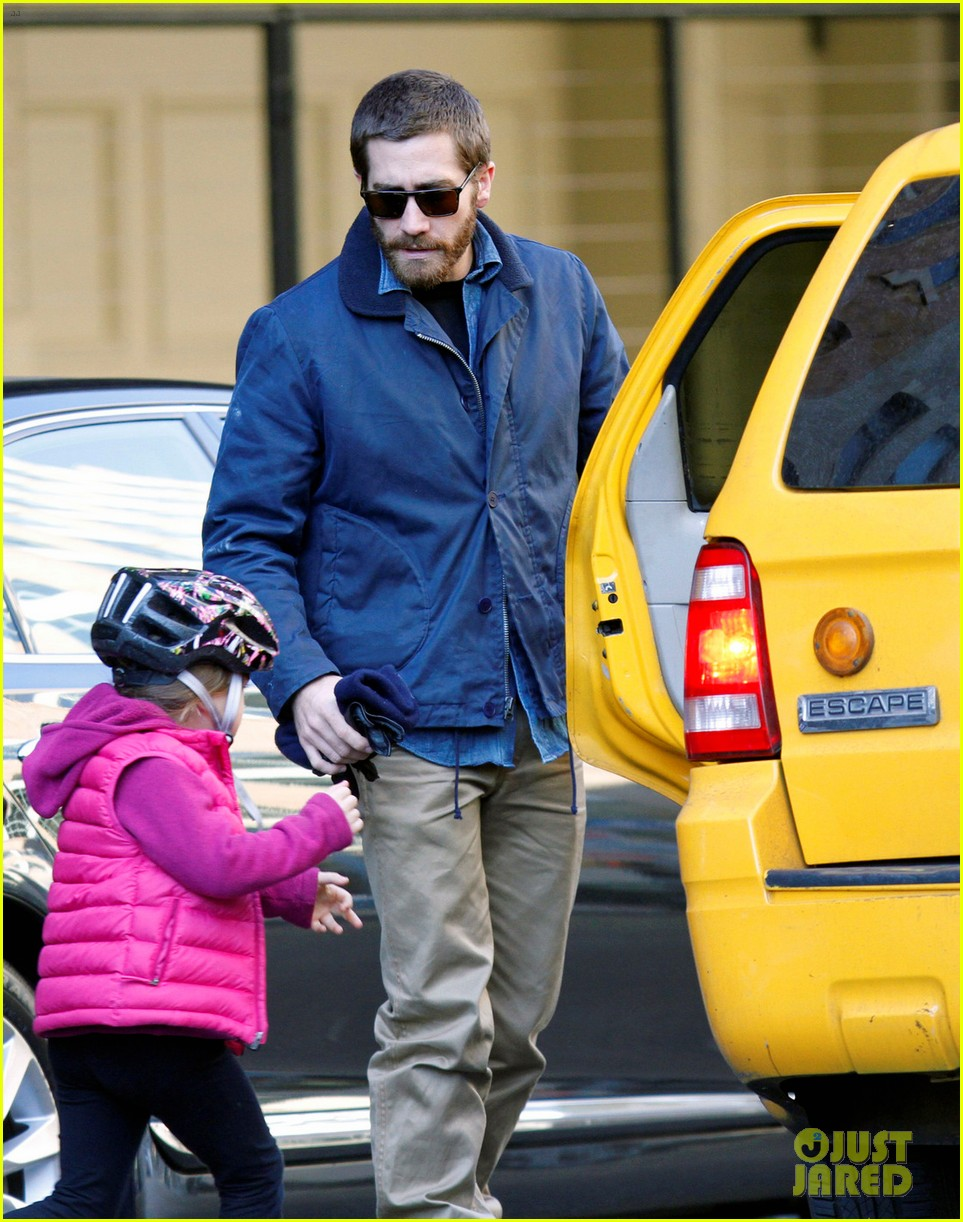 jake gyllenhaal spends the day with niece ramona 02