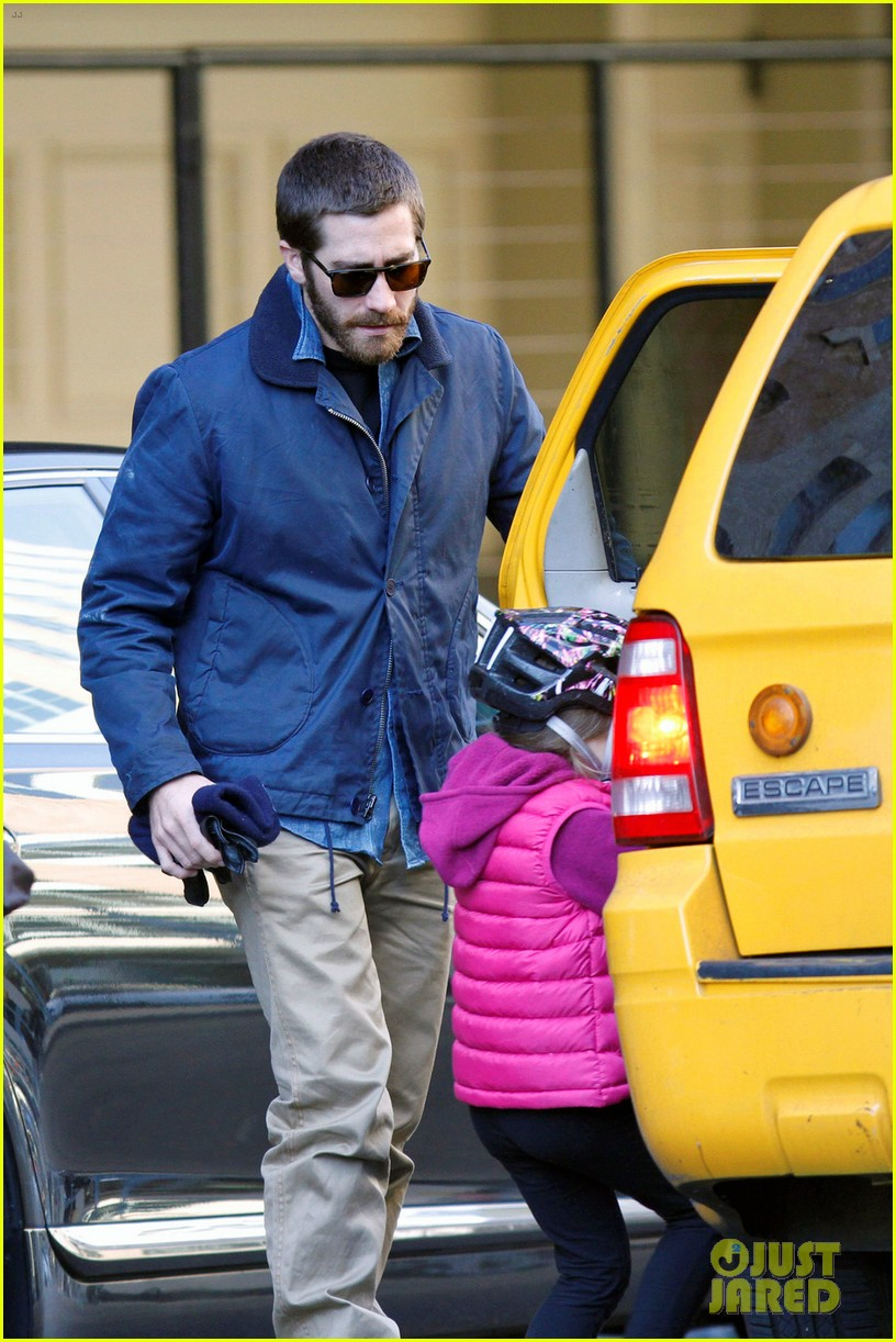 jake gyllenhaal spends the day with niece ramona 06