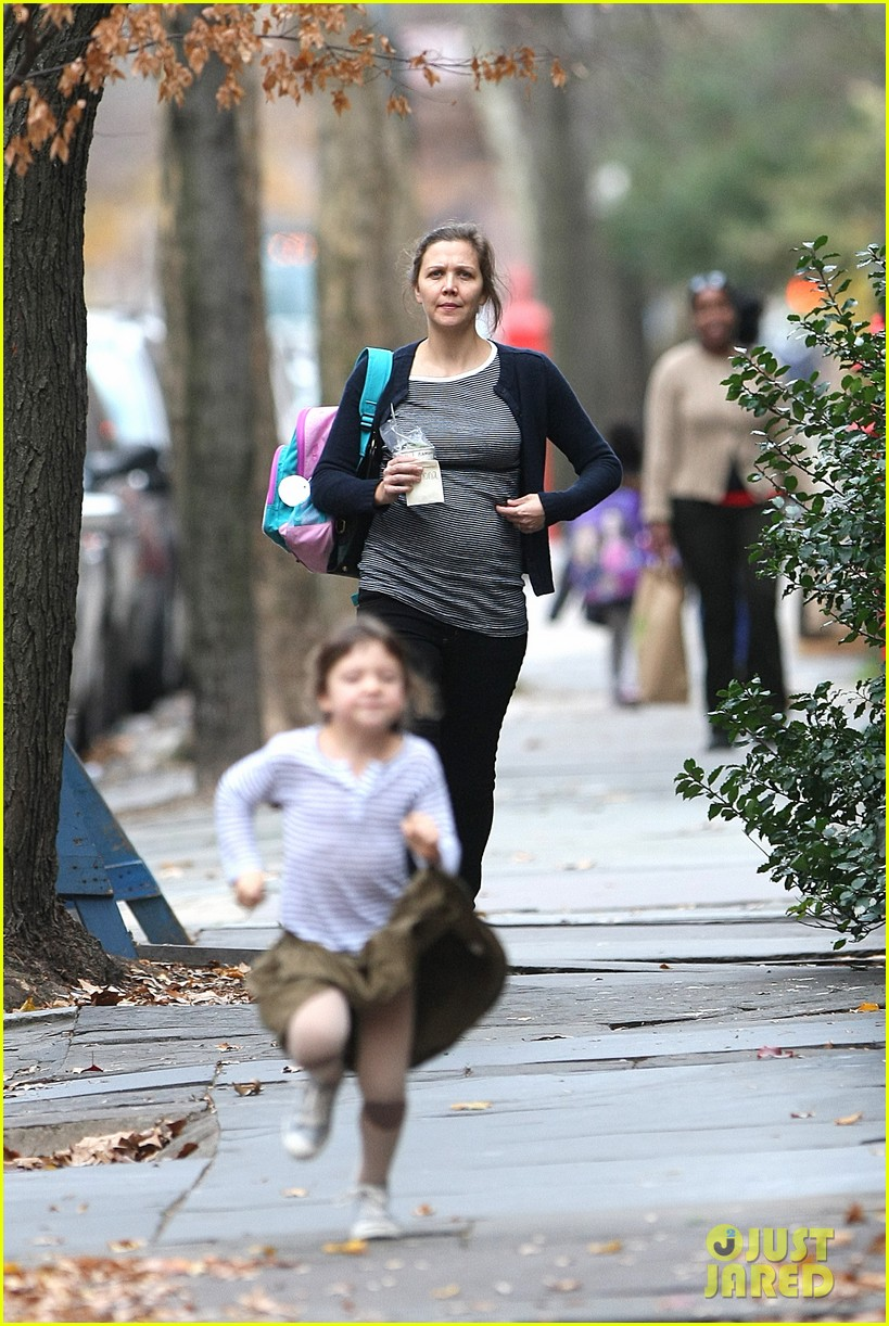 maggie gyllenhaal after school walk with ramona 02