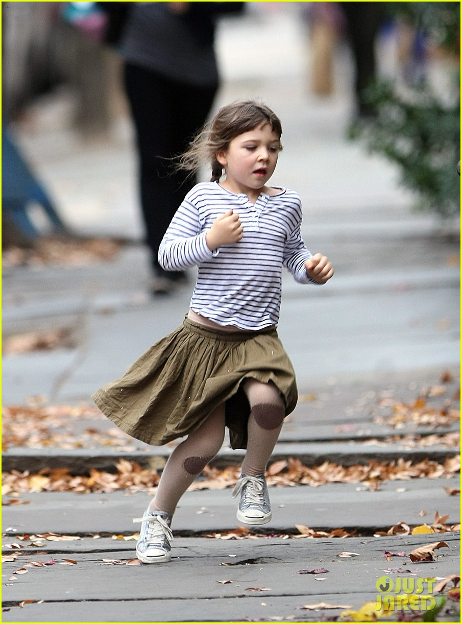 maggie gyllenhaal after school walk with ramona 04