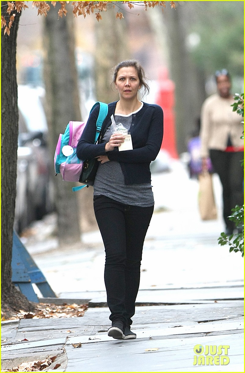 maggie gyllenhaal after school walk with ramona 05