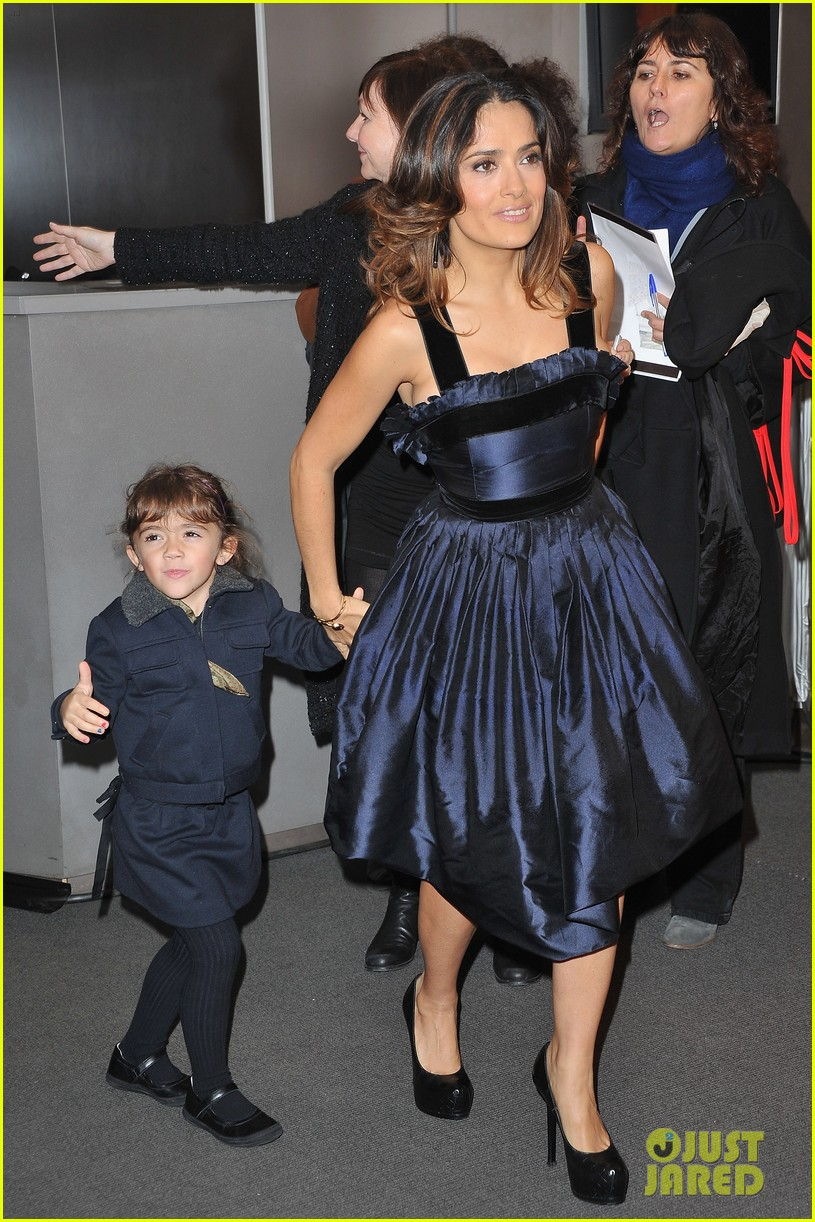 salma hayek puss in boots french premiere valentina 032602353