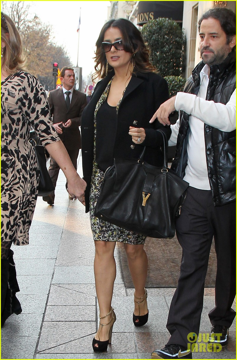 salma hayek puss in boots press conference in paris 07