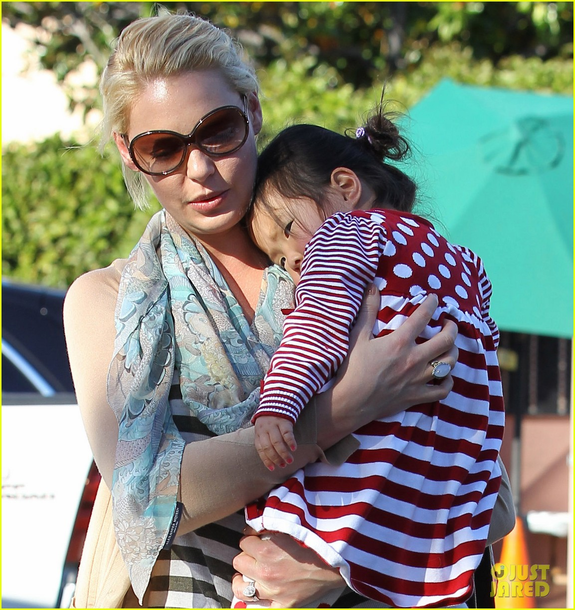 katherine heigl carries sleeping naleigh 022604465