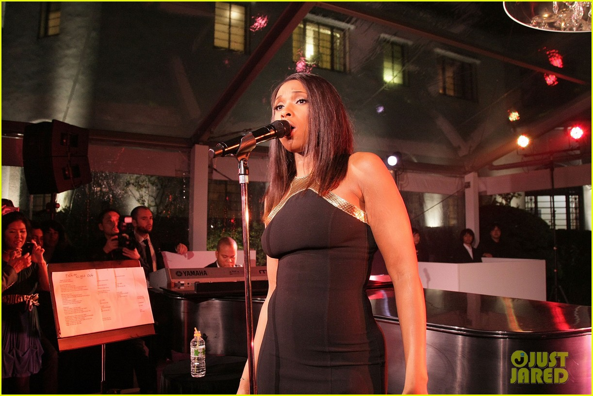 jennifer hudson fashions night out performance tokyo 05