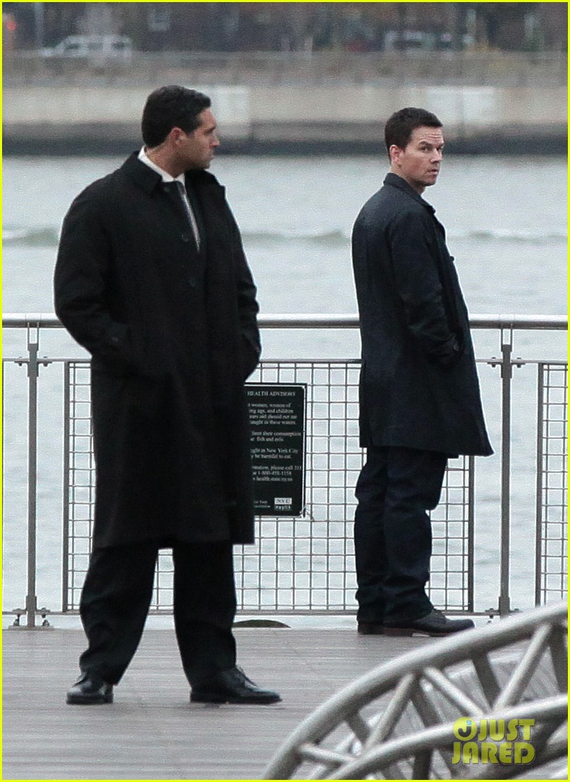 catherine zeta jones mark wahlberg broken city 082601150