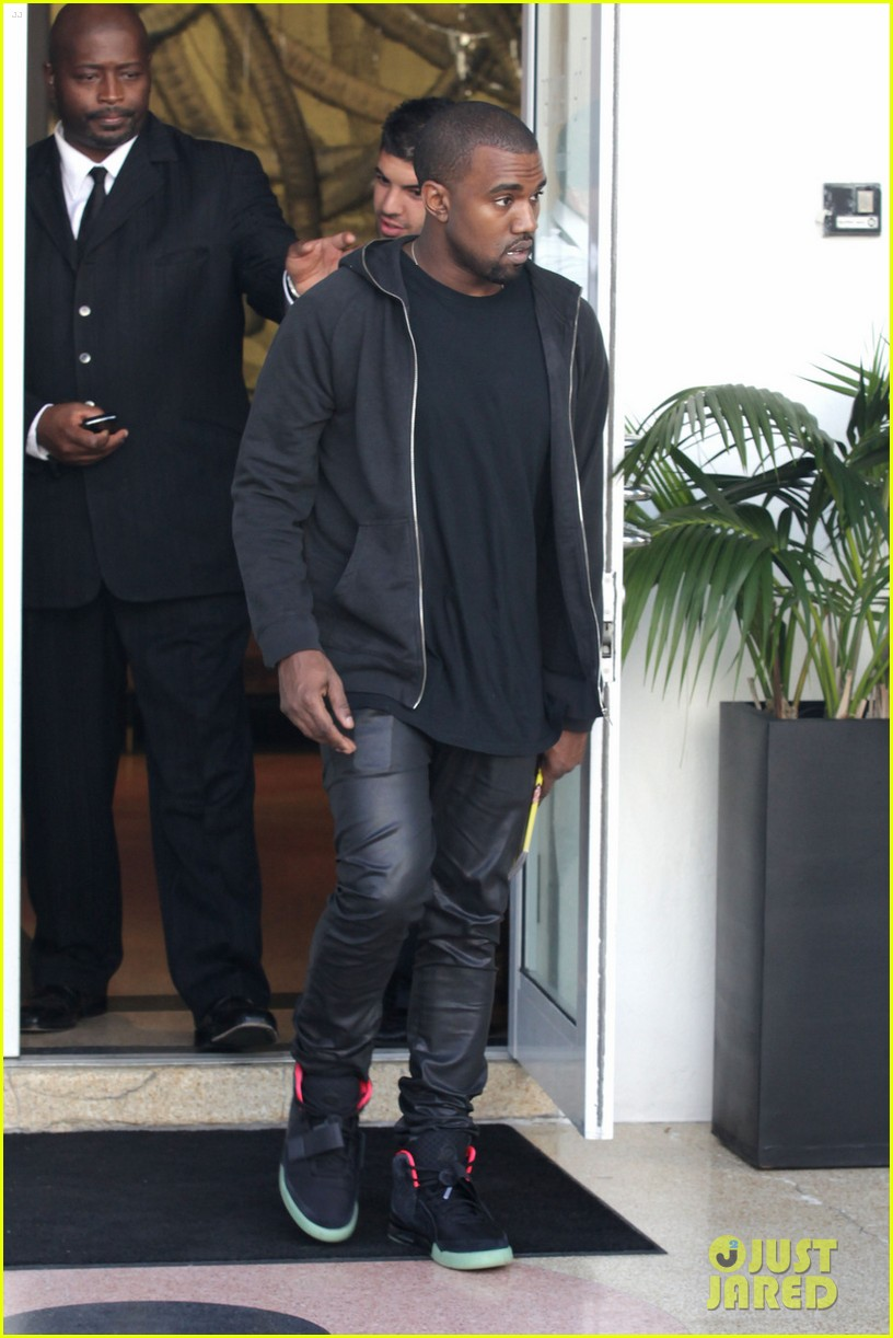 kanye west miami shopping 01