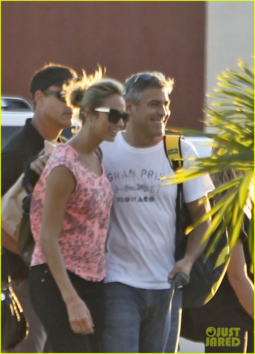 george clooney stacy keibler leaving cabo 01