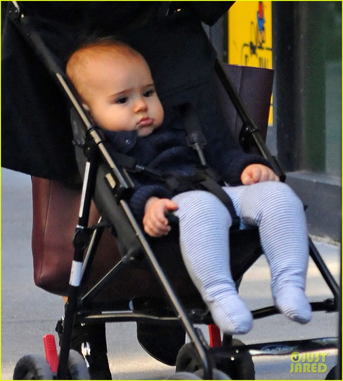 miranda kerr saturday stroll with flynn 04